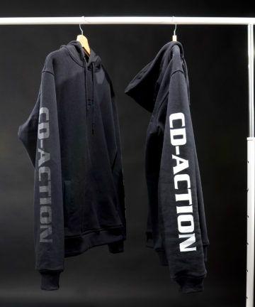 Bluza z kapturem, białym i szarym napisem CD-Action na rękawie, czarna, rozmiar M